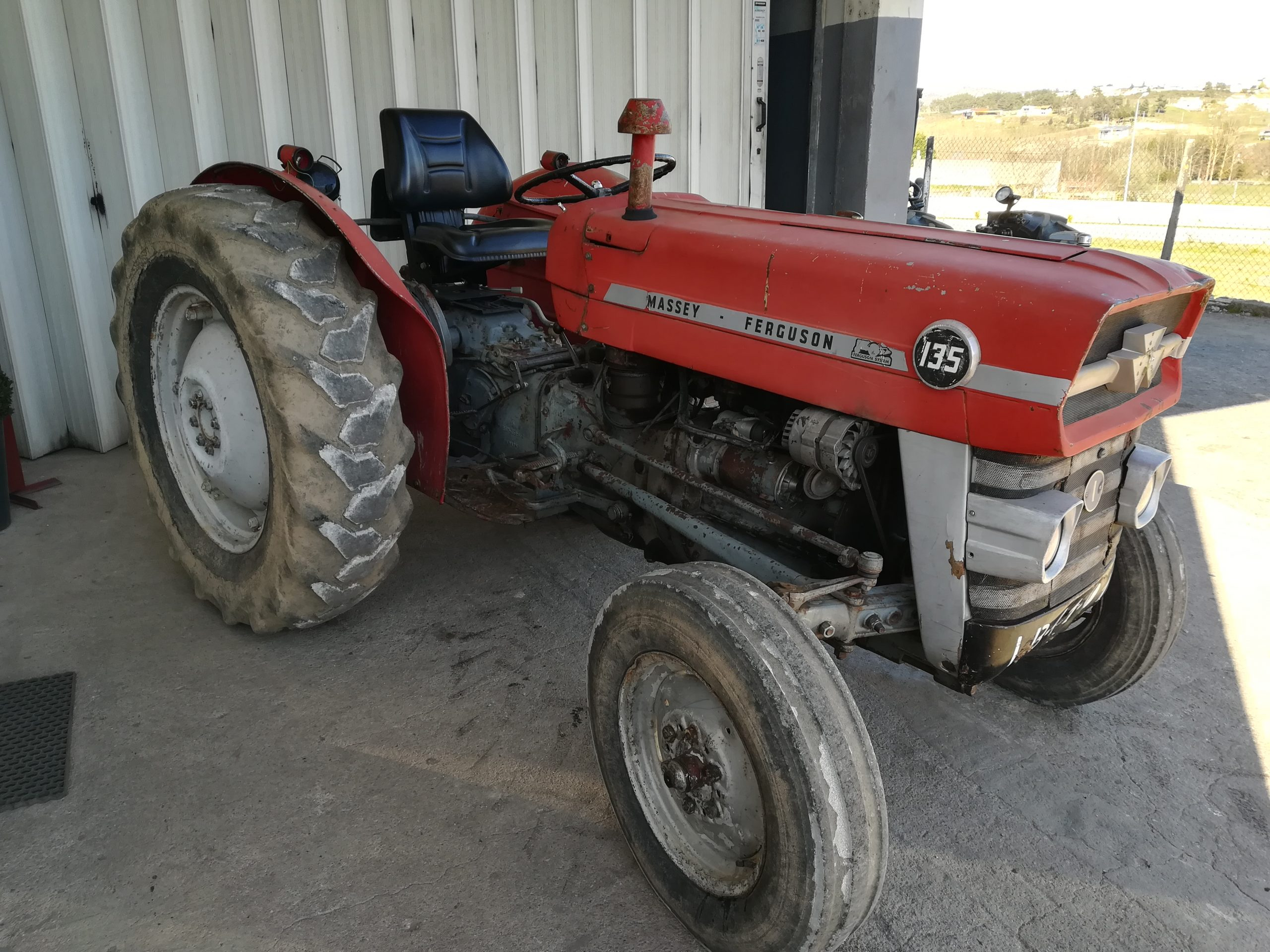 Trator Massey ferguson 135