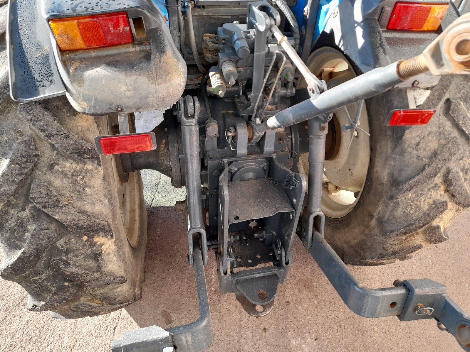 Trator New Holland tnv  55